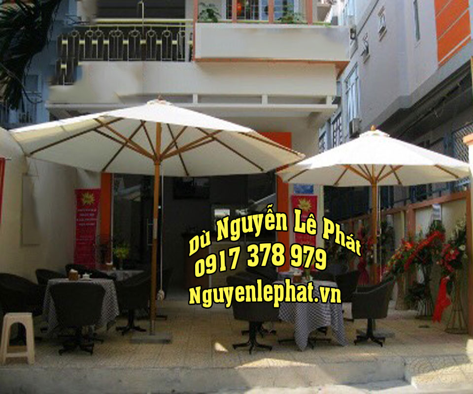 Dù cafe hay còn có tên gọi khác là dù quán cafe, dù che nắng quá cafe